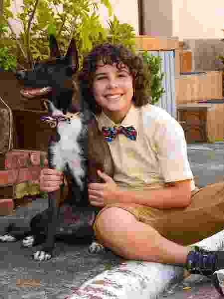 João ao lado de seu fiel escudeiro, o cão feijão - João Raposo/SBT