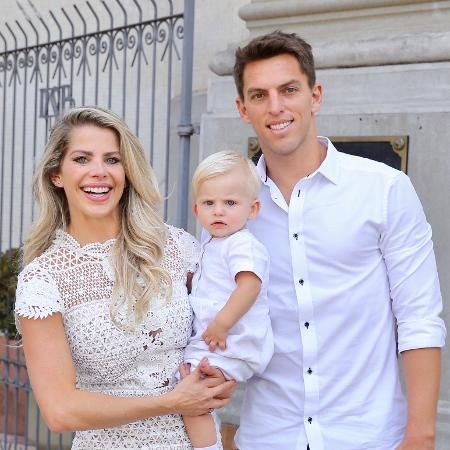 Karina Bacchi e o noivo, Amaury Nunes, durante o batizado do pequeno Enrico - Manuela Scarpa/Brazil News