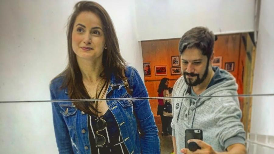 Mari Palma e Phelipe Siani tiram foto em frente ao espelho; casal está junto desde o ano passado - Reprodução/Instagram