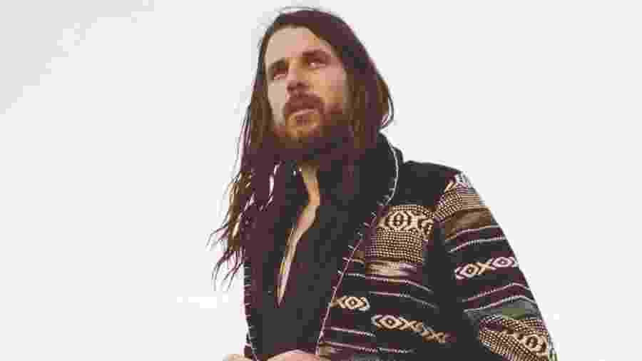 """O cantor, guitarrista e produtor Jonathan Wilson, que entrou para a banda de Roger Waters em 2017, na turnê """"Us + Them"""" - Divulgação"""