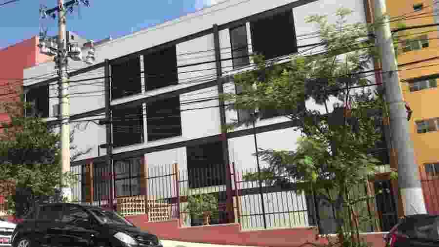 Fachada do prédio na rua Bacelar, Vila Clementino, na zona sul de São Paulo. Prefeitura não explica motivo de imóvel não funcionar - UOL