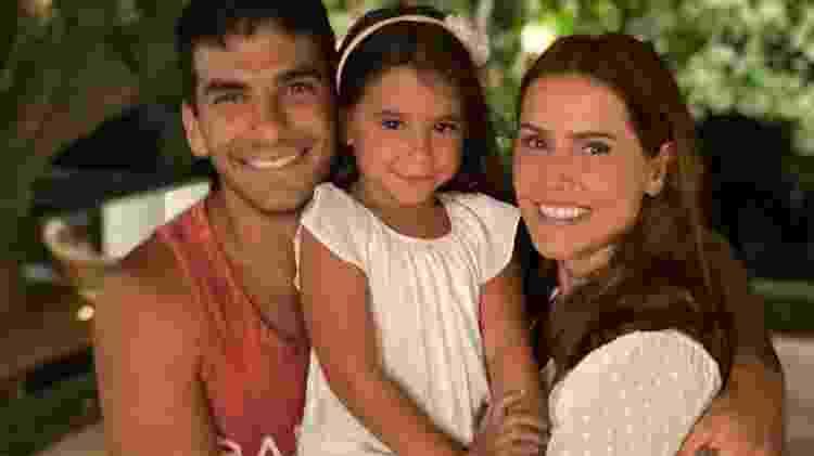 Hugo Moura, Maria Flor e Deborah Secco - Reprodução/ Instagram