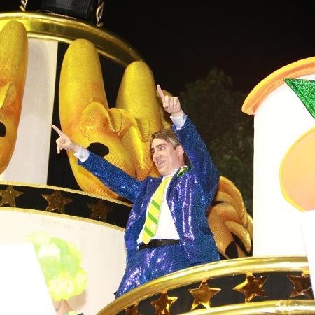 Marcelo Adnet imita o presidente Jair Bolsonaro em desfile da São Clemente - Thyago Andrade/Ag News