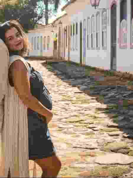A fotógrafa Joyce Ribeiro, 33, não consegue fazer a certidão do filho, nascido em casa há um mês - Arquivo pessoal