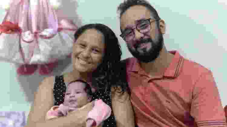 Elaine e Bruno com a bebê - Arquivo pessoal - Arquivo pessoal
