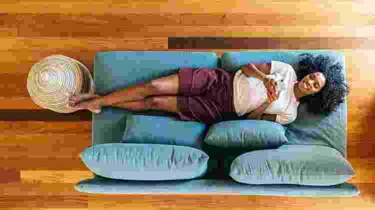 sofá; sozinha - iStock - iStock