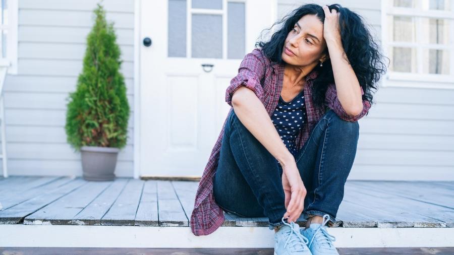 A terapia hormonal ajuda a minimizar sintomas comuns no climatério e menopausa, como fogachos, secura vaginal e humor depressivo - iStock