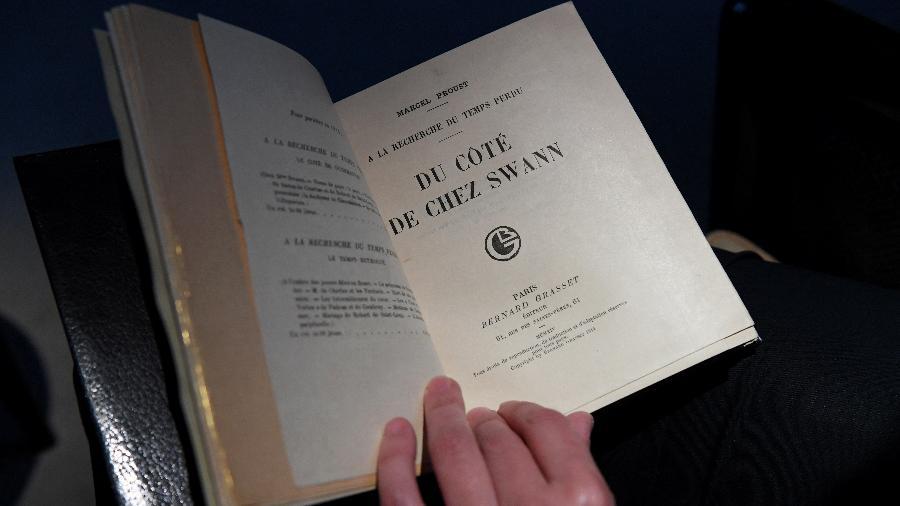 """Manuscrito do primeiro volume de """"Em Busca do Tempo Perdido"""", de Marcel Proust - CHRISTOPHE ARCHAMBAULT/AFP"""