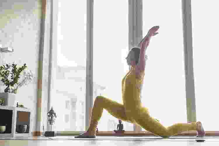 Alongamento, posição 5 - Bigstock.com - Bigstock.com
