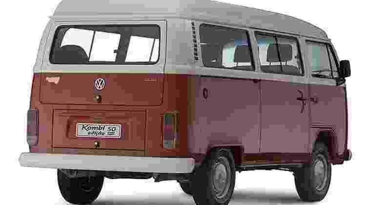 Kombi 50 anos contrasta com a Last Edition ao trocar a pintura azul pela vermelha na carroceria - Divulgacão - Divulgacão