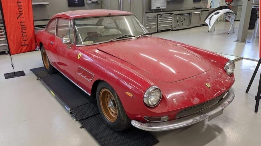 Ferrari 330 GT V12 2 + 2 1967 é restaurada na Austrália - Reprodução