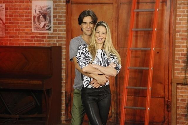 Dani Wintis e André Gonçalves estão juntos e felizes