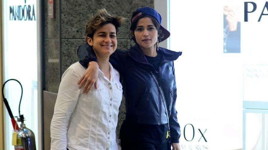 Nanda Costa e Lan Lahn passeiam em clima de romance por shopping carioca - Ag.News