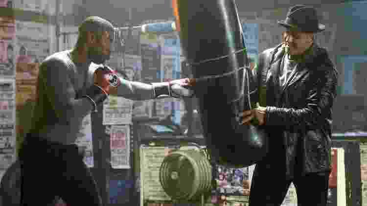 """Sylvester Stallone interpreta Rocky Balboa e Michael B. Jordan é Adonis Creed, em cena do filme """"Creed 2"""" - Divulgação - Divulgação"""