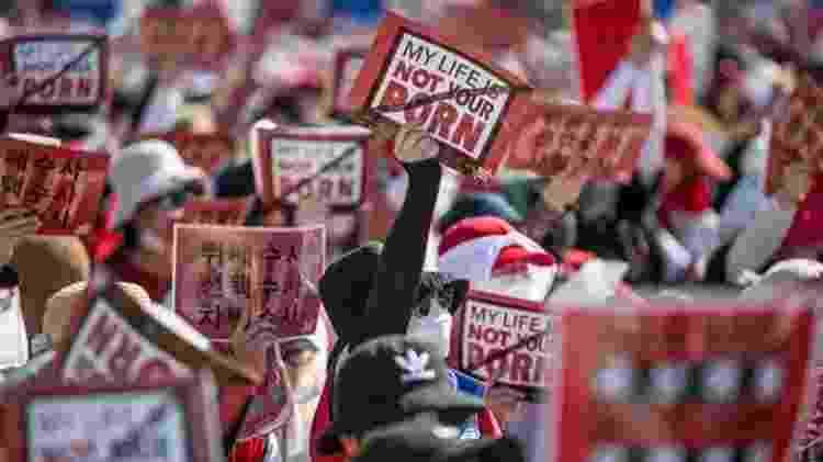 Neste ano, dezenas de milhares de sul-coreanas protestaram contra a epidemia de vídeos pornôs gravados ilegalmente - Getty Images - Getty Images