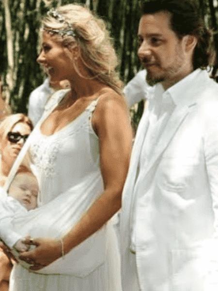 Com o filho no colo, Adriane Galisteu lembra casamento com Alexandre Iódice em 2010 - Reprodução/Instagram