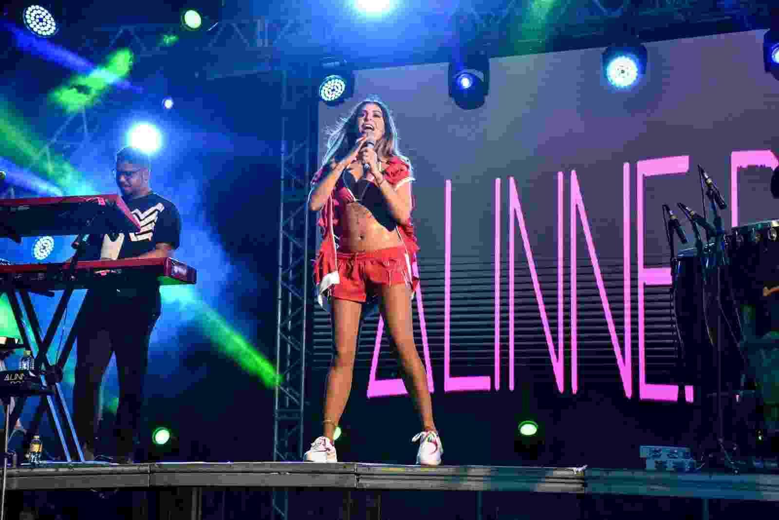 """A cantora Alinne Rosa foi uma das atrações do """"Imprensa que Vai"""", em Recife, Pernambuco. No show, Alinne mostrou fôlego para aguentar a maratona carnavalesca - Felipe Souto Maior/AgNews"""
