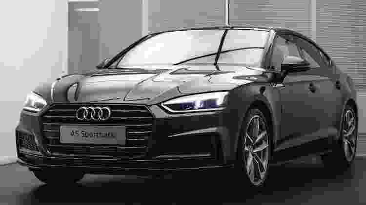 Versão S-Line do A5 Sportback agrega visual mais esportivo, com detalhes externos escurecidos e rodas de 19 polegadas - Divulgação