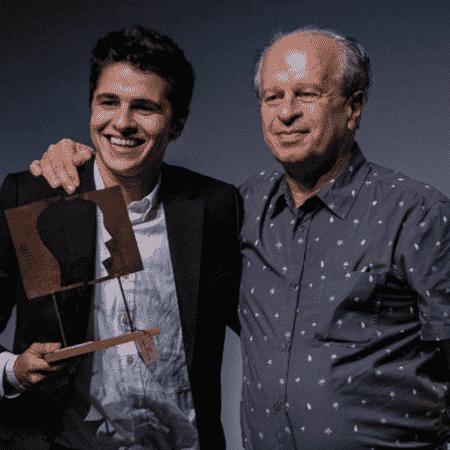 """Gustavo venceu o """"Prêmio Empreendedor Social do Futuro"""" - Divulgação/Carambola"""