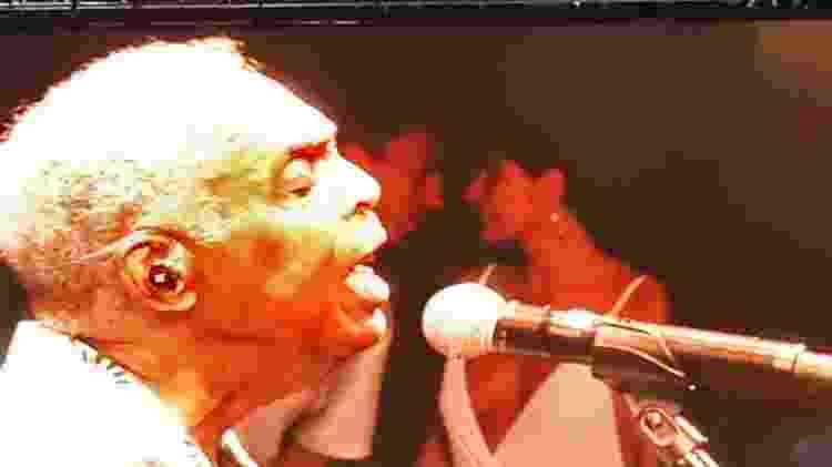 Andreia Sadi e André Rizek apareceram juntos em telão durante show de Gilberto Gil, em Niterói - Reprodução/Instagram @niteroiando