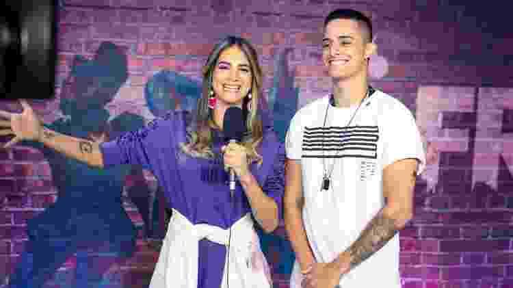 Coringa, da LOUD, é entrevistado pela repórter Tawna durante a LBFF - Cesar Galeão/Garena
