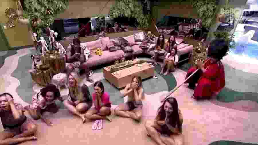 BBB 20 - Brothers assistem mensagem do almoço do anjo - Reprodução/Globoplay