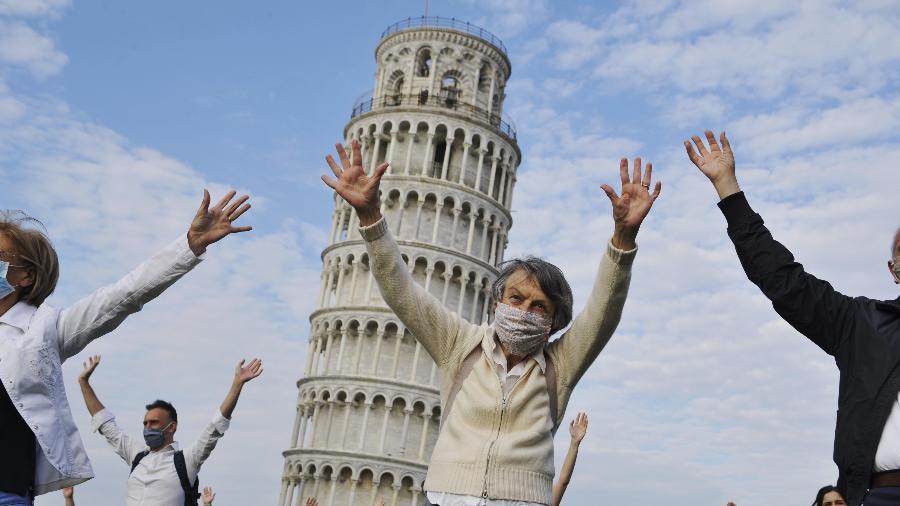 Máscaras serão dispensadas em locais abertos na Itália  - Getty Images