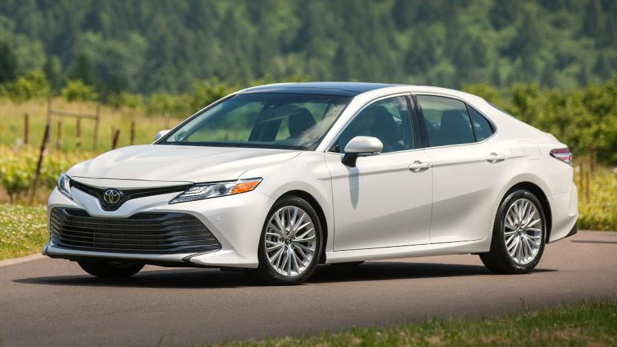 Toyota Camry teve apenas 21 exemplares zero vendidos no Brasil em 2020, contra mais de 200 mil nos EUA no mesmo período - Divulgação