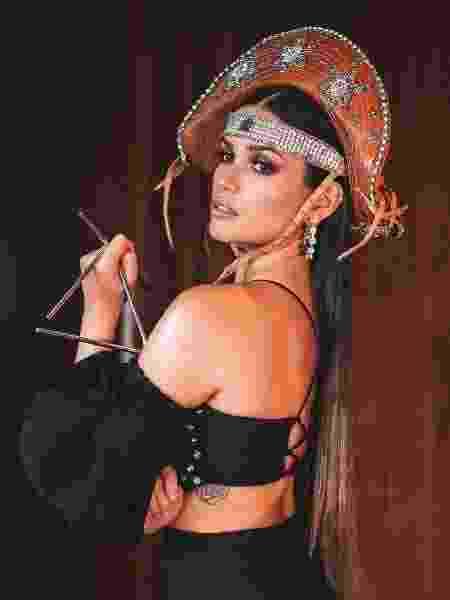 Juliette usou chapéu customizado de couro no Programa do Faustão. Peça custa R$ 599 - Henrique Martins - Henrique Martins