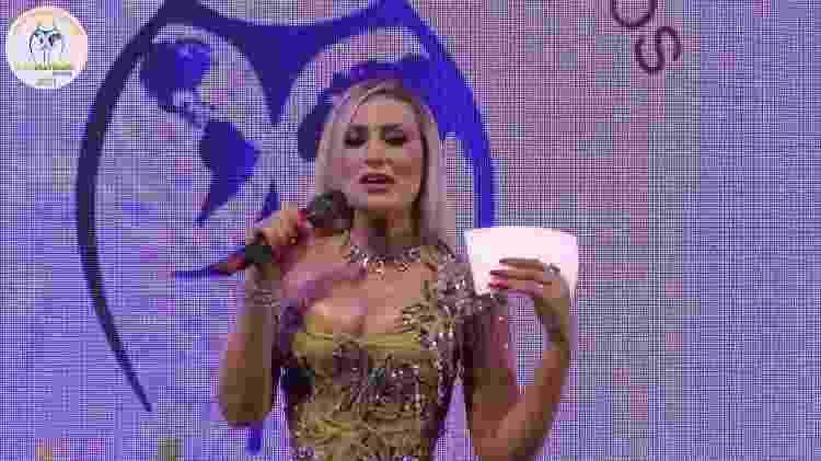 "Andressa Urach apresentando o ""Miss Bumbum""  - Reprodução/YouTube - Reprodução/YouTube"