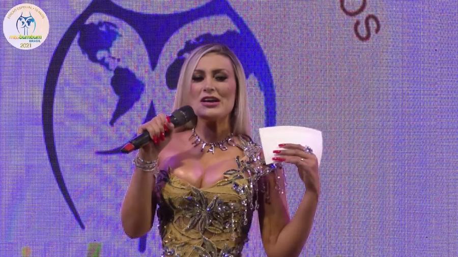 """Andressa Urach apresentando o """"Miss Bumbum"""" - Reprodução/YouTube"""