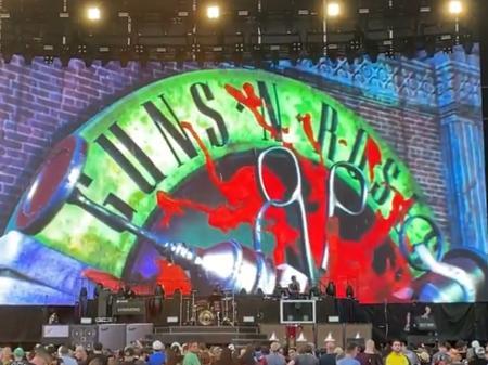 Guns N'Roses voltam aos palcos com mensagem pró-vacina