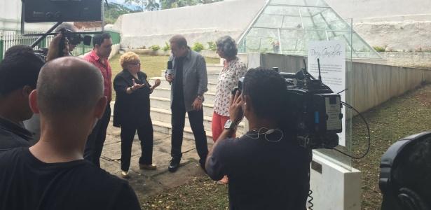 Gugu apelou ao abrir o túmulo de Dercy Gonçalves na quarta-feira - Divulgação/TV Record