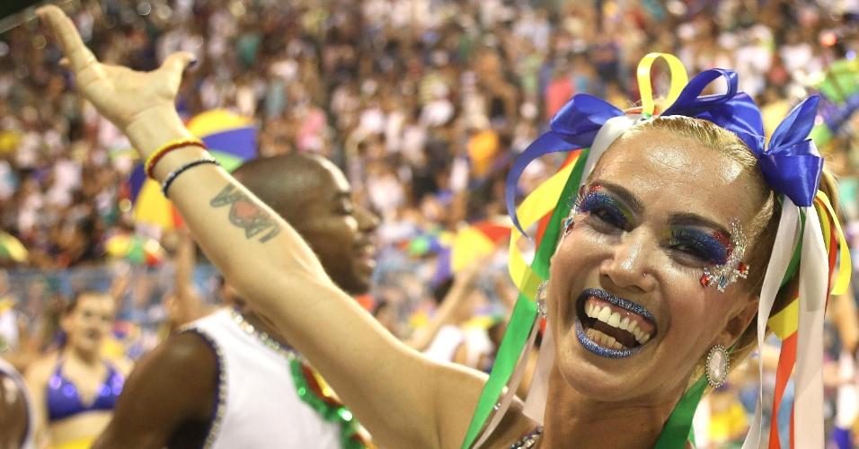 02.fev.2016 - A escola de samba Beija-Flor fez seu último ensaio técnico na noite de domingo (31), no Rio de Janeiro.