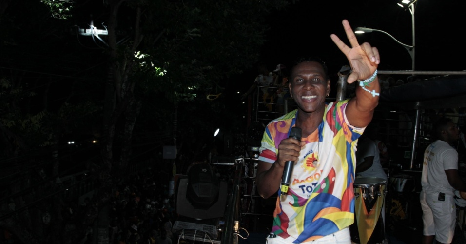 4.fev.2015 - Beto Jamaica durante apresentação do É o Tchan no Carnaval de Salvador