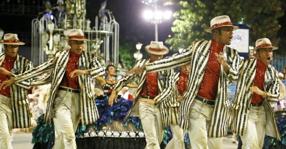 13.fev.2016 - A comissão de frente do Salgueiro no Desfile das Campeãs