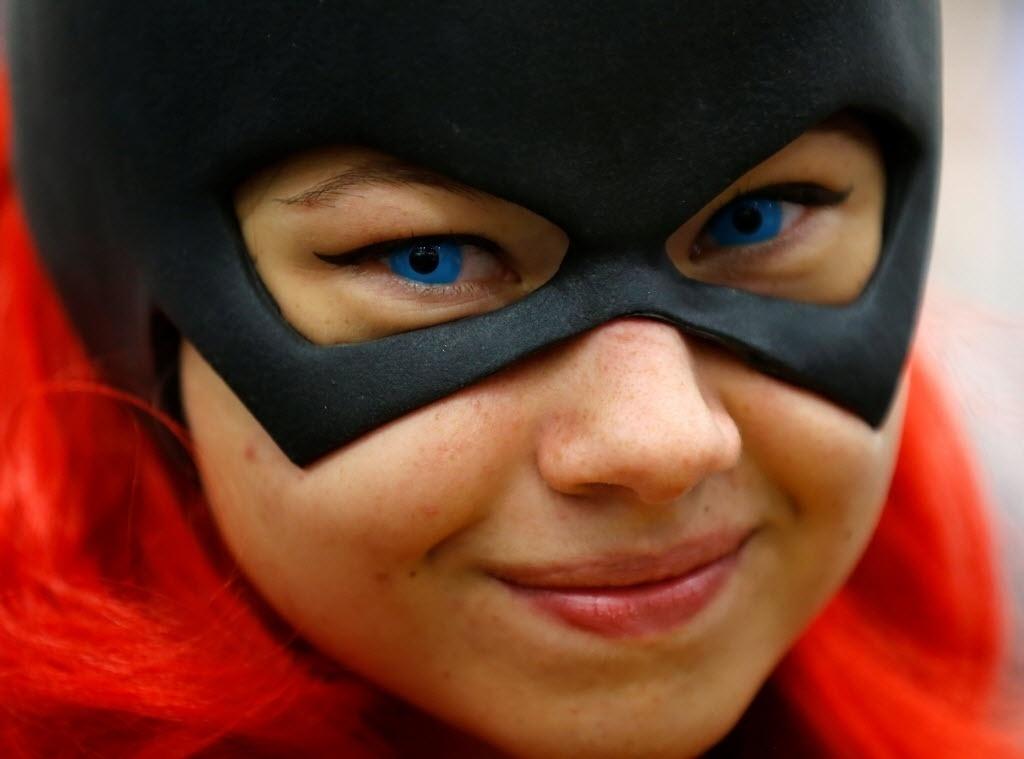 22.jul.2016 - A jovem Gina Gianni, de Chicago, vai vestida de Batgirl à San Diego Comic-Con