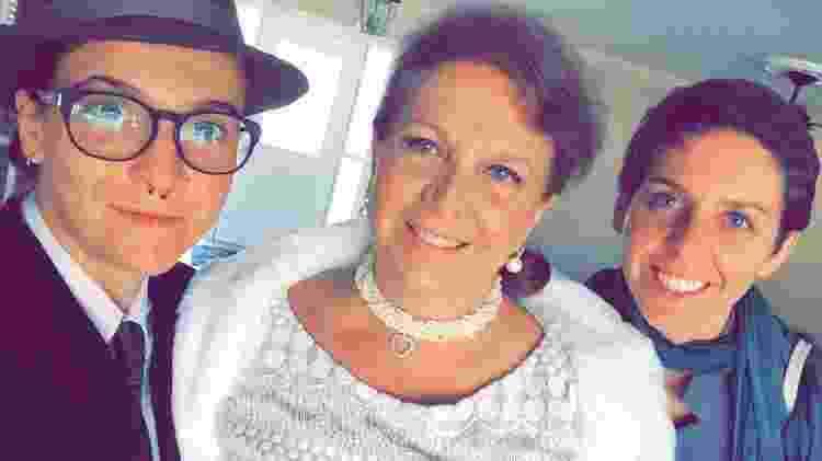 Danuza (centro) com as filhas Beliza (esquerda) e Bruna, ambas homossexuais - Arquivo pessoal - Arquivo pessoal