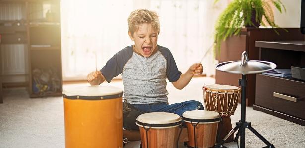 Antes de comprar um presente barulhento ou grande demais, consulte os pais da criança