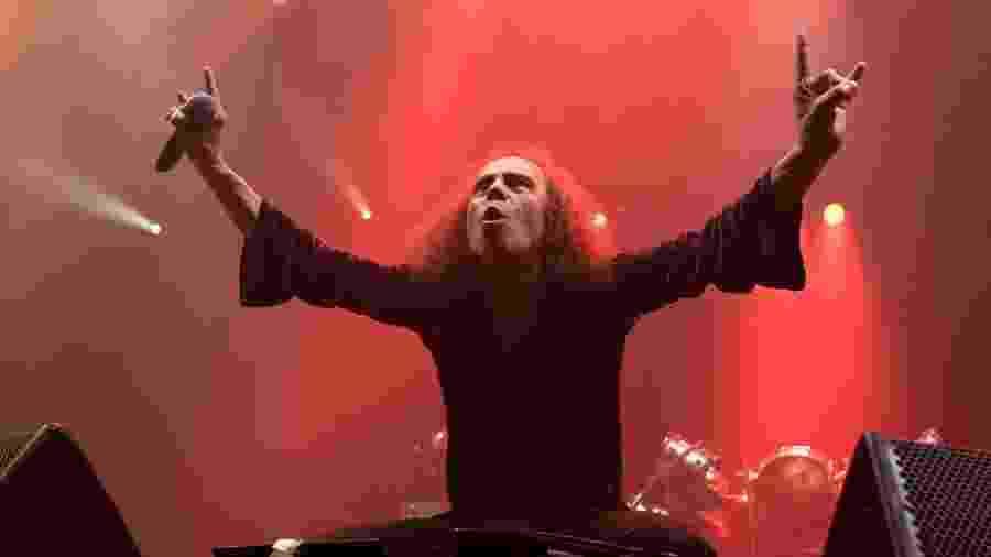 """Viúva de Dio critica Simmons e diz que o sinal do metal """"pertence a todos"""" - Reprodução"""