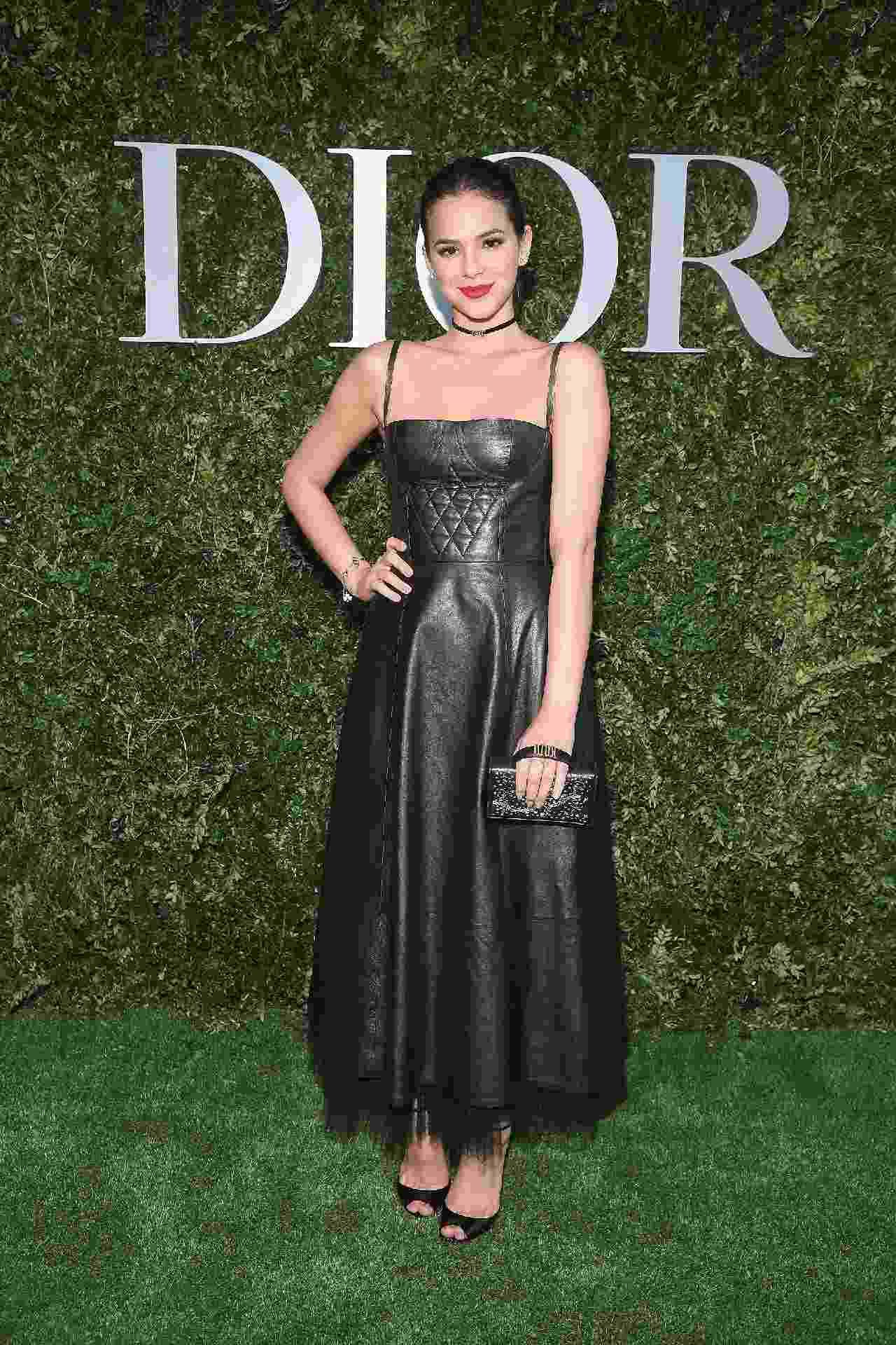 Na capital francesa, Bruna Marquezine foi a uma exposição em homenagem a Christian Dior na segunda-feira (3) - Getty Images