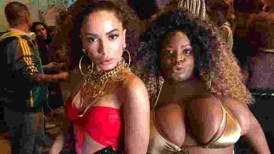 Anitta e Jojo Toddynho na gravação de clipe no Vidigal, no Rio - Reprodução/Facebook