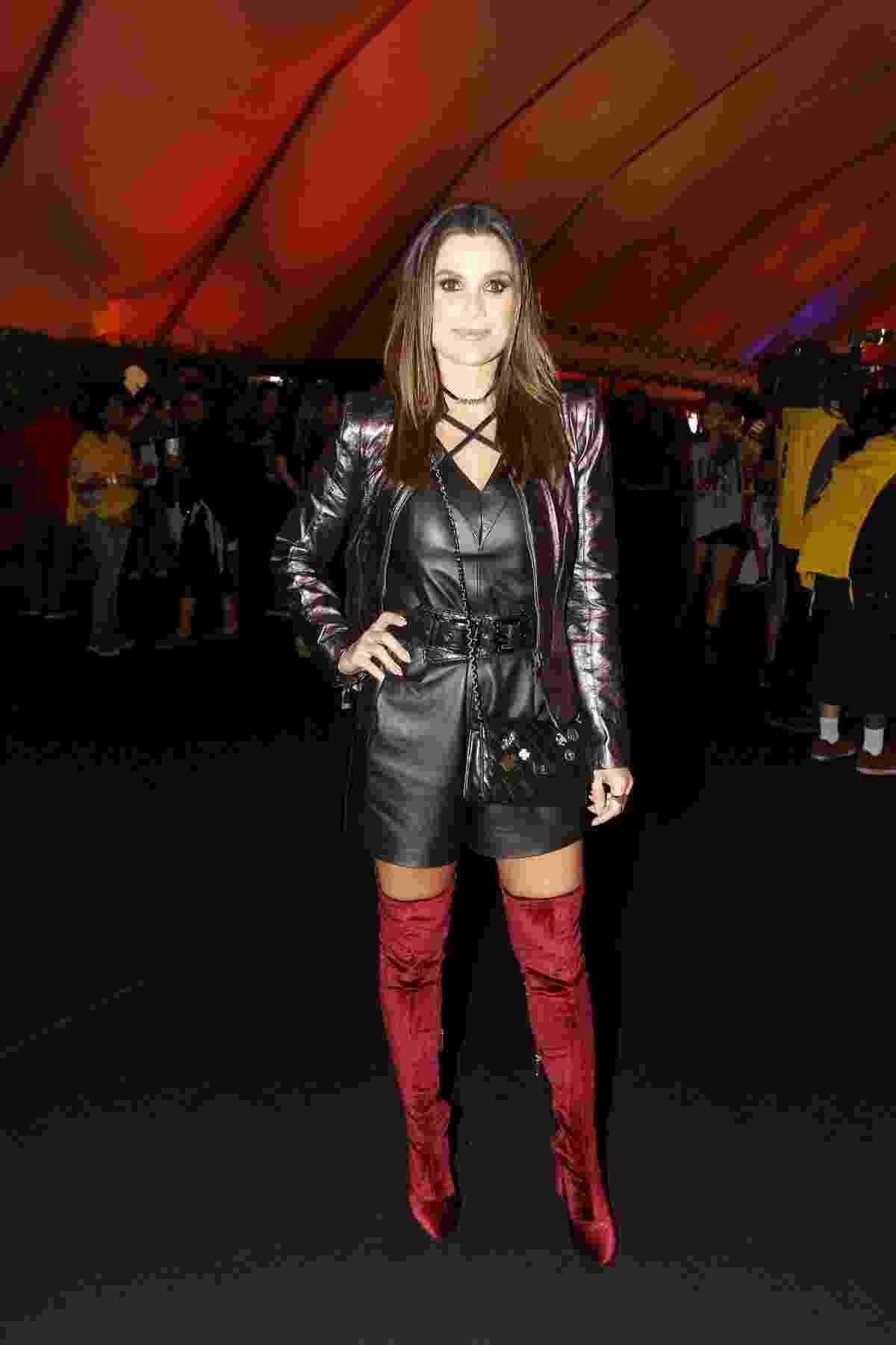 Flávia Alessandra ousou ao combinar um look todo preto com botas vermelhas - Thyago Andrade/Brazil News