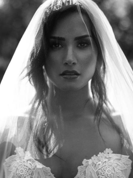 Demi Lovato vestida de noiva - Reprodução/Instagram