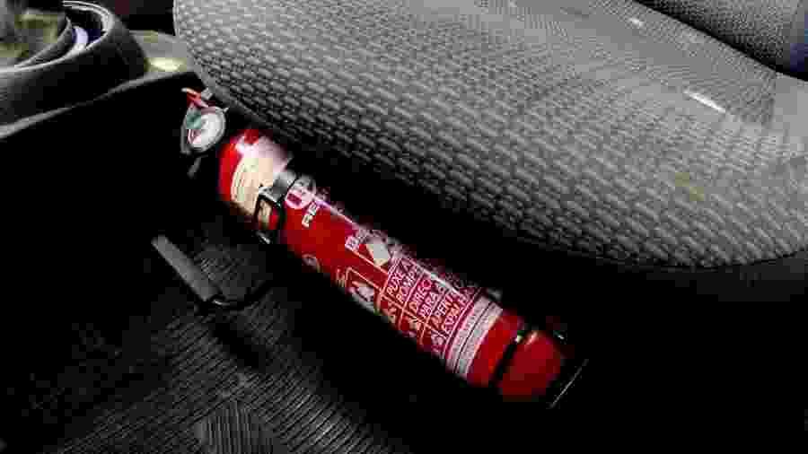 Extintor é facultativo em automóveis há cinco anos, porém quem decidir usá-lo no carro terá de atender uma série de exigências - Carlos Eduardo de Quadros/Fotoarena/Folhapress