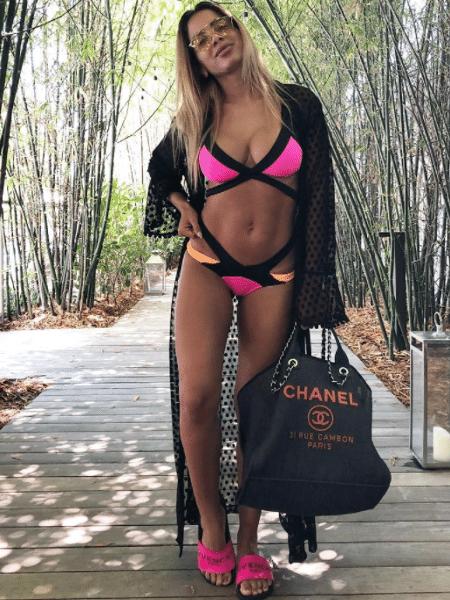 Anitta mostra seu look de praia em paleta flúor - Reprodução/Instagram