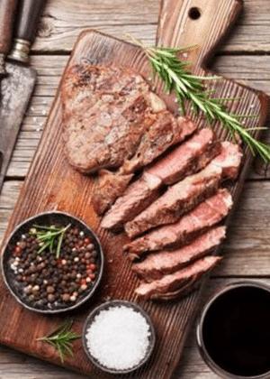 Carne vermelha é um dos alimentos inflamatórios mais famosos e deve ser consumida com moderação