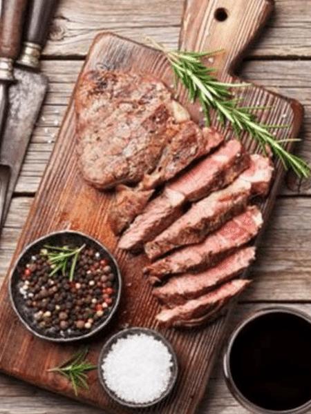 Carne vermelha é um dos alimentos inflamatórios mais famosos e deve ser consumida com moderação - GETTY IMAGES