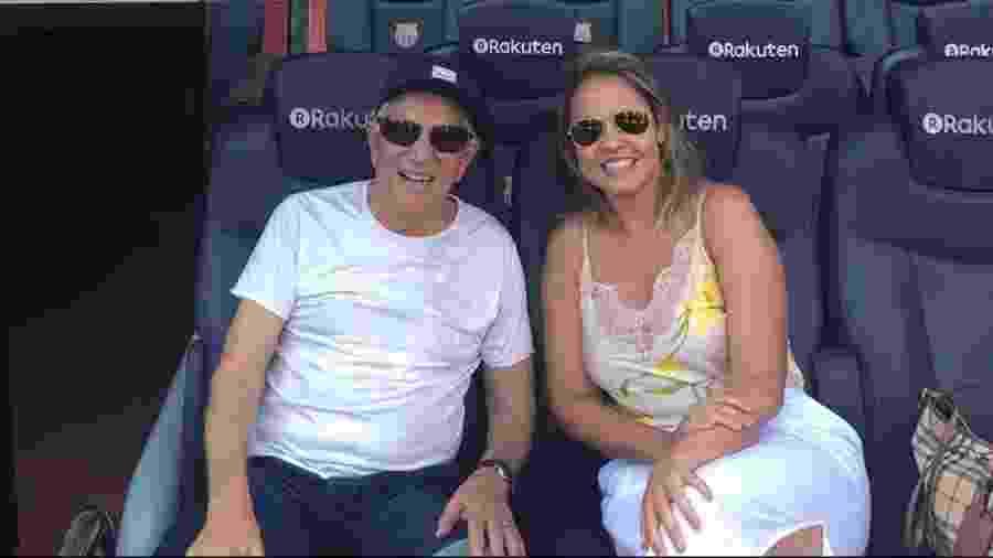 Carlos Alberto de Nóbrega e a mulher, Renata Domingues, conhecem o estádio Camp Nou, do Barcelona - Reprodução/Instagram/calbertonobrega