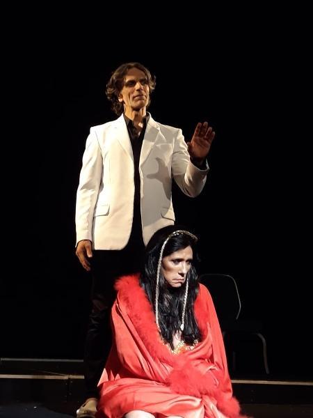 Rita Cadillac na peça Luz Del Fuego - Roberto Rodrigues/Talentmix/Divulgação